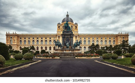 Empress Maria Theresia Monument and Art History Museum. Beautiful view of famous Naturhistorisches Museum (Natural History Museum) with park and sculpture. Maria Theresien Platz in Vienna, Austria