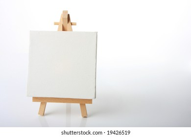 Blank Canvas On Easel Images, Stock Photos & Vectors