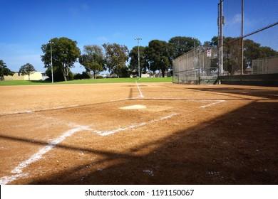 empty baseball diamond with dirt infield