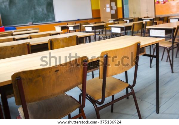 İlkokulun boş sınıf odası