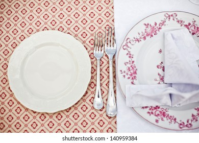Empty dinner plate, drawing the fork set
