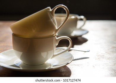 empty dirty coffee cups on a wooden table in the room.