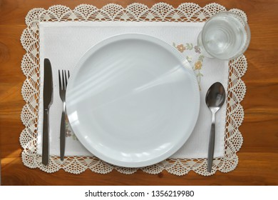 empty dish kitchenware arrangement on table breakfast