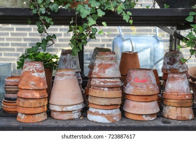 Empty flower pots