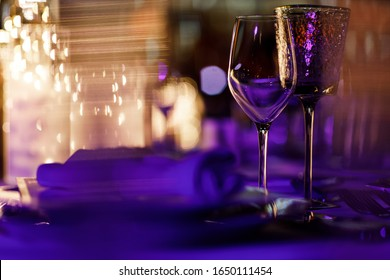 Empty glasses in the restaurant