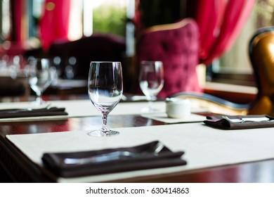Empty glasses in restaurant