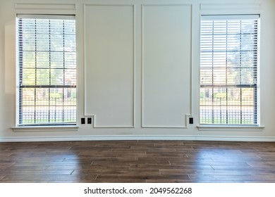 Empty living room with hardwood floor and emtpy white walls