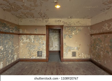 Empty old room in an abandoned building with peeling paint