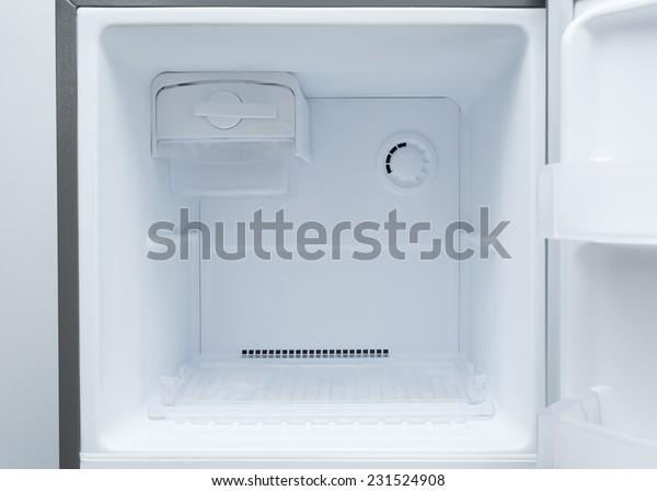 пустой холодильник морозильник кухонного прибора