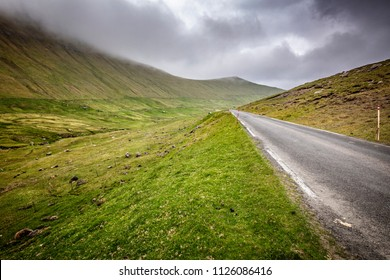 empty road in faroe island