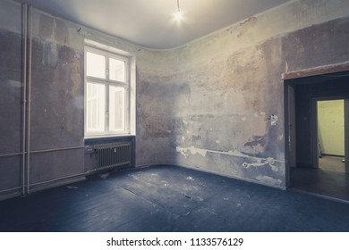 empty room before renovation - renovating apartment