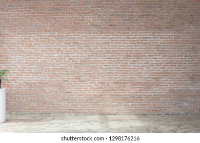 Empty room with brick wall and concreat floor