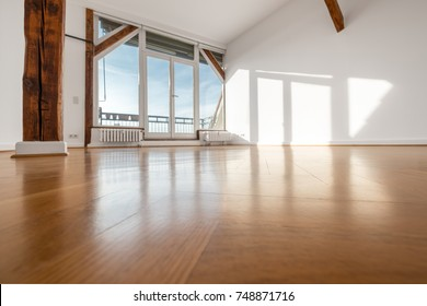 empty room with wooden floor and terrace window