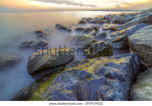 empty-sea-rocks-during-sunset-600w-39591