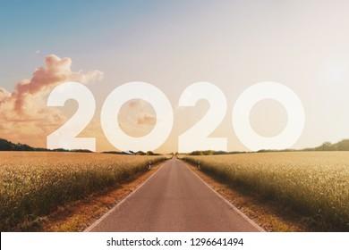 leerer, gerader Weg in Richtung neues Jahr 2020 - gutes neues Jahr-Konzept,