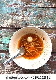 empty tomyum noodle