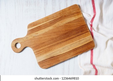 empty wooden cutting board, cooking concept. top view.