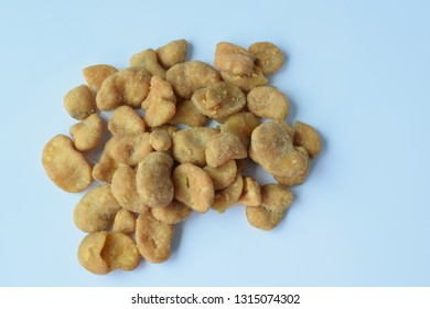 Enameled beans Put on a white background