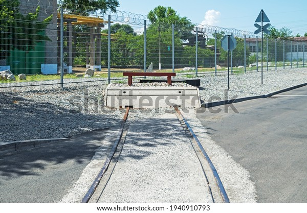 end-rail-industrial-area-on-600w-1940910