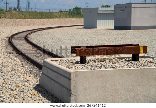 end-rail-industrial-area-on-600w-2672414
