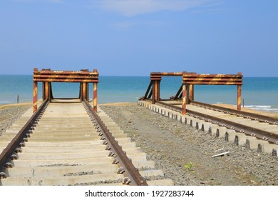 End Talaimannar Railway Track, Sri Lanka.Talaimannar is  located on the Mannar Island and about 18 miles from Dhanushkodi indian.