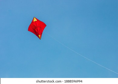 At the end of the year in Thailand It is during the windy season which is suitable for flying kites. Currently, there are many forms of Thai kites. Varies depending on localities.
