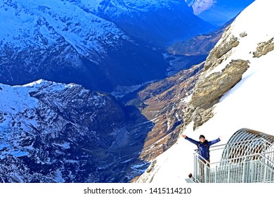 ENGELBERG-TITLIS-SWITZERLAND-DECEMBER 3 : The traveller take a photo on the titlis mountain at sky resort in winter season, December 3, 2016, Engelberg-Titlis, Switzerland