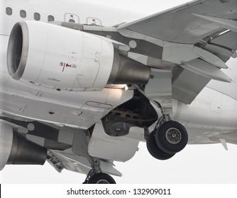 Engine, landing gear and wings mechanization on takeoff