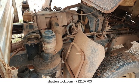 The engine of a muddy car or driving on a difficult road. This engine is dilapidated.