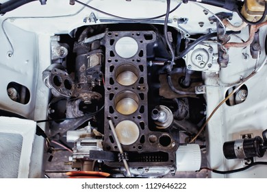 Engine valve car maintenance.The cylinder block of the four-cylinder engine. Disassembled motor vehicle for repair.