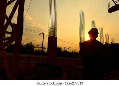The engineer checks the daily completion of the project and makes a list of the preparatory work for the next day.