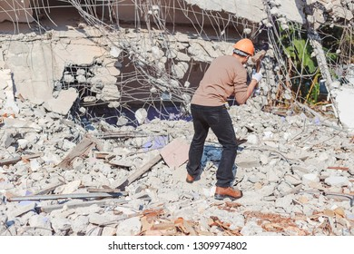 Engineer controls the work, smashing the building to create a new building - Image