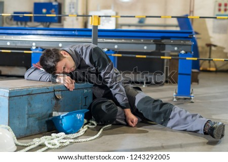 404 m113 - Page 3 Engineer-slacking-off-sleeping-on-450w-1243292005