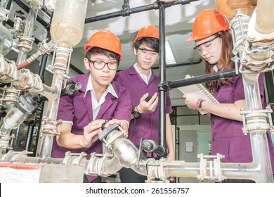 Engineer student turning pipeline pump for training in laboratory