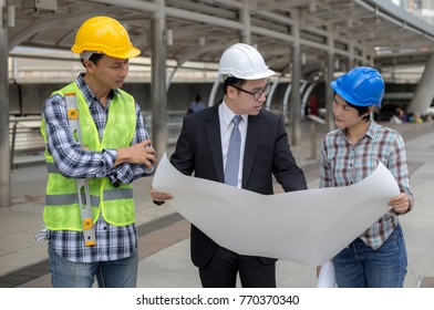 Engineers are talking about plan to work.