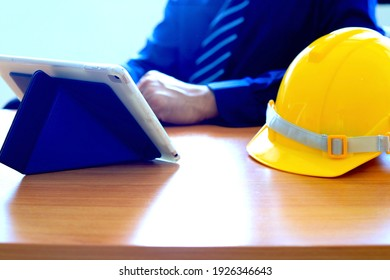 Engineers work on tablets on the table By checking the work and planning through a tablet.