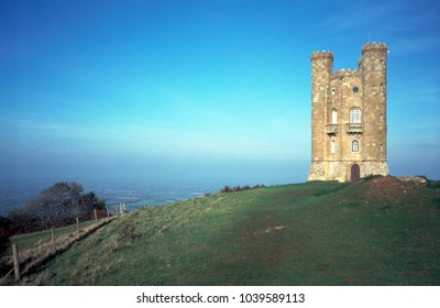 England, Cotswolds, Worcestershire, Broadway Tower folly on the Cotswold escarpment near Broadway