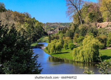 England, North Yorkshire, Ripon. Fountains Abbey, Studley Royal. UNESCO World Heritage Site. Cistercian Monastery. River Skell, Surprise View.