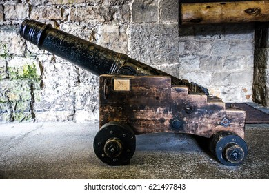 English ancient cannon in castle. Castle cannon for defend. Ancient Barrel of the castle. Antique cannons on gun carriage. Gun Barrel Old gun large. Ancient black cannon. Black old Military gun