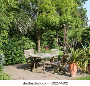 English back Garden Patio with table and chairs
