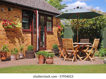 English back Garden Patio with table, chairs and parasol