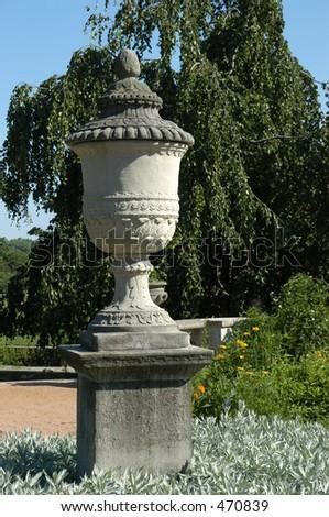 English Garden Finial Statue