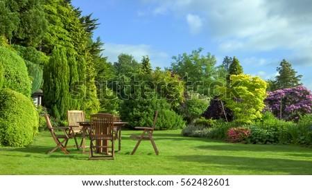 english garden june の写真素材 今すぐ編集 562482601 shutterstock