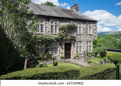 English Grade 2 listed Manor House Kirkby Lonsdale England 4.6.17