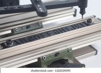 Engraving device pantograph with letterpress alphabet