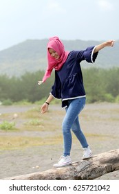 Enjoying the natural female muslim look enjoy