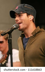 """Enrique Iglesias at an In-Store Performance and Signing for his new album """"Insomniac"""". Virgin Megastore, Hollywood, CA. 06-12-07"""