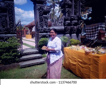 Entering the Main Area Of Dalem Temple Ringdikit Village North Bali Indonesia