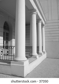 Entrance with four columns of a white building.
