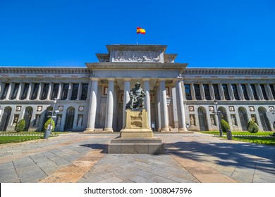 Entrance of the Museo del Prado (The Prado Museum), statue of Diego Rodríguez de Silva y Velázquez, Spanish painter, Madrid, Spain.